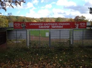 Das Stadion an den Sander Tannen.